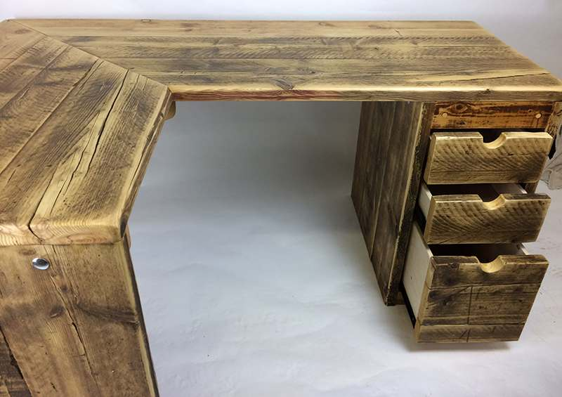 Corner desk with drawers